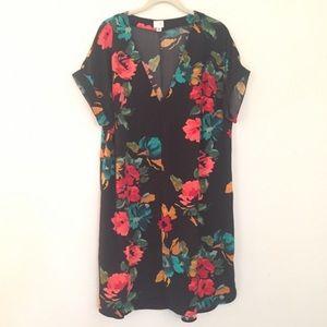 Dresses & Skirts - Floral V Neck Dress